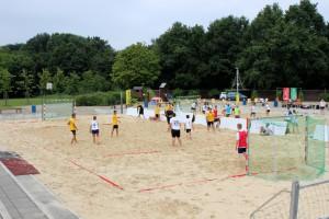 ungewohnte Spielzüge: Beachhandball am Toeppersee