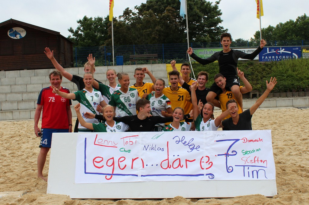 """Die Sieger unter sich: """"Die legendäre 7"""" aus Uerdingen und die """"ATVipers"""" aus Aldekerk"""
