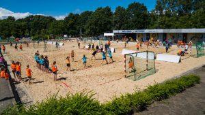 richtig was los auf vier Beachhandballfeldern